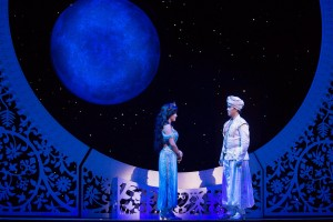 Jasmine and Aladdin at the palace. Click